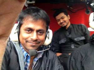 vijay-with-Murugadoss-in-kaththi-movie-shooting