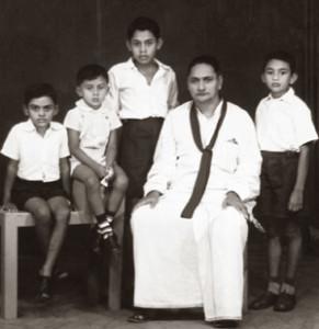 டொன் அல்வின் ராஜபக்ச- குடும்பத்துடன்