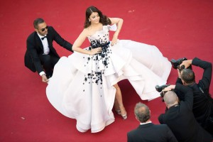 Aishwarya-Rai-Bachchan-Rules-The-Red-Carpet-At-Cannes-2015