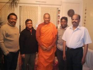 தலித் முன்னணி உறுபினர்களுடன் ஞானசார தேரர்